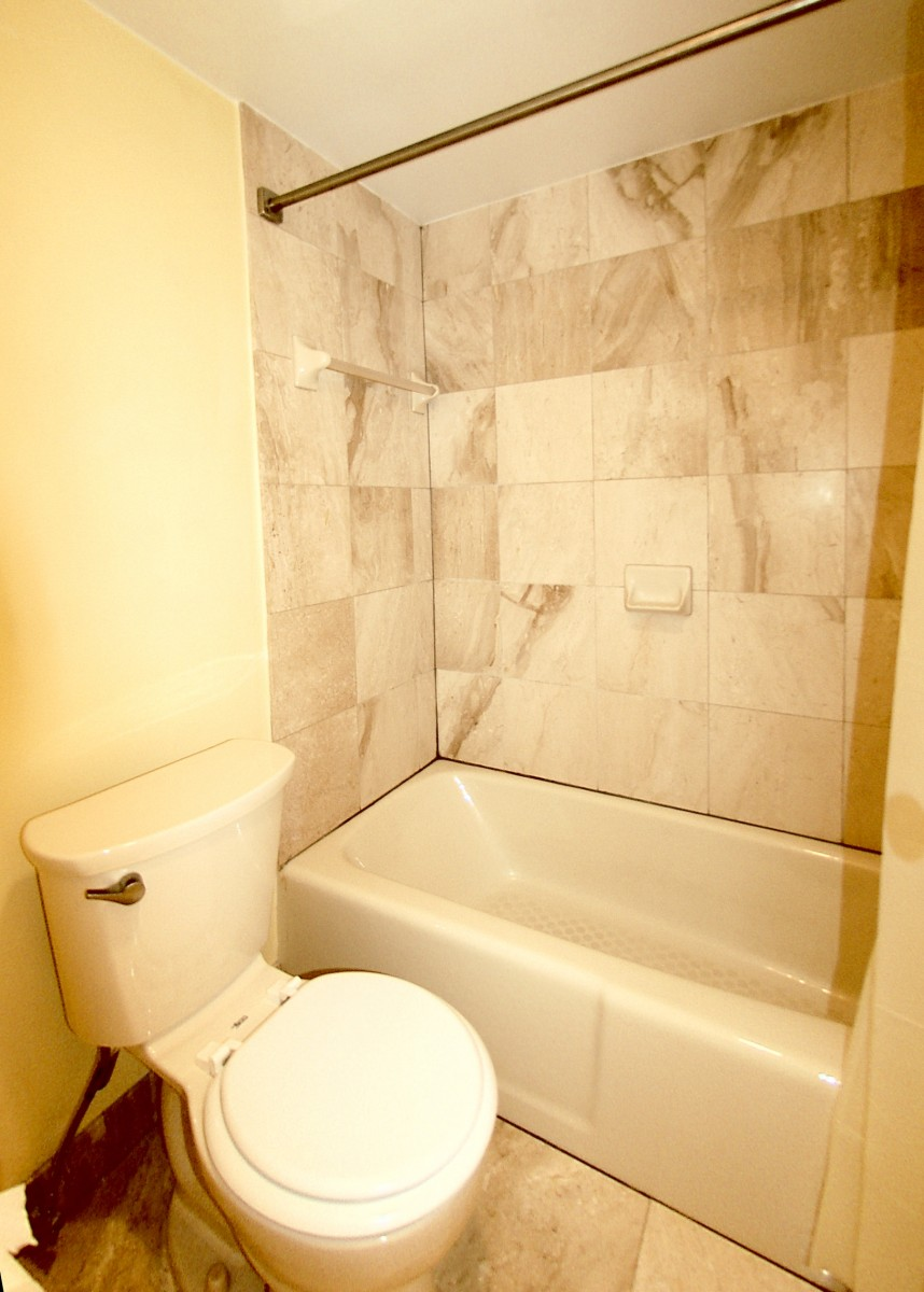 601PennAveNW313-12-Bath